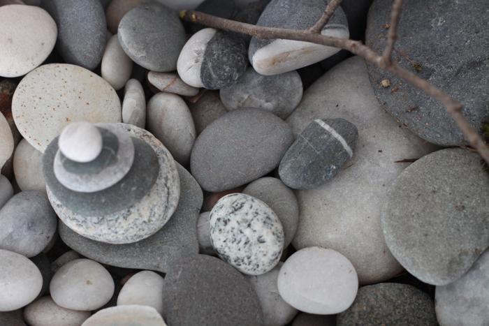 Diy desktop zen garden stones gardenista workwithnaturefo