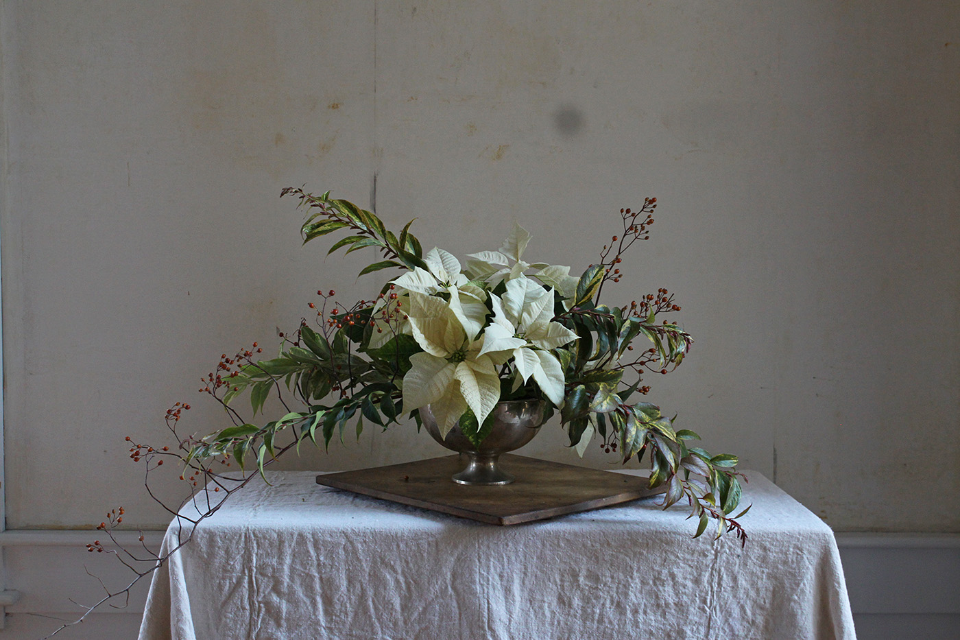 Poinsettia bouquet with rose hips, finished arrangement, by Justine Hand for Gardenista