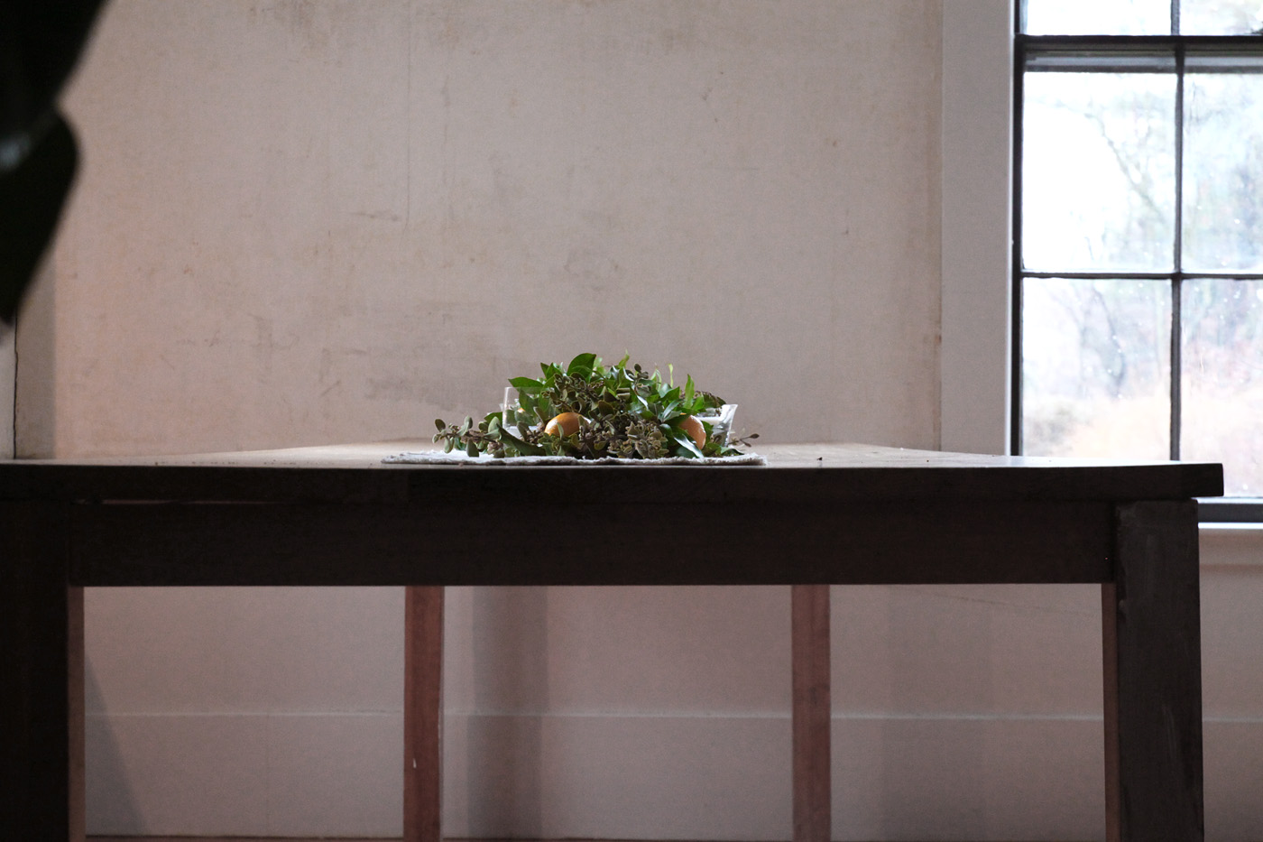 table profile with mistletoe garland