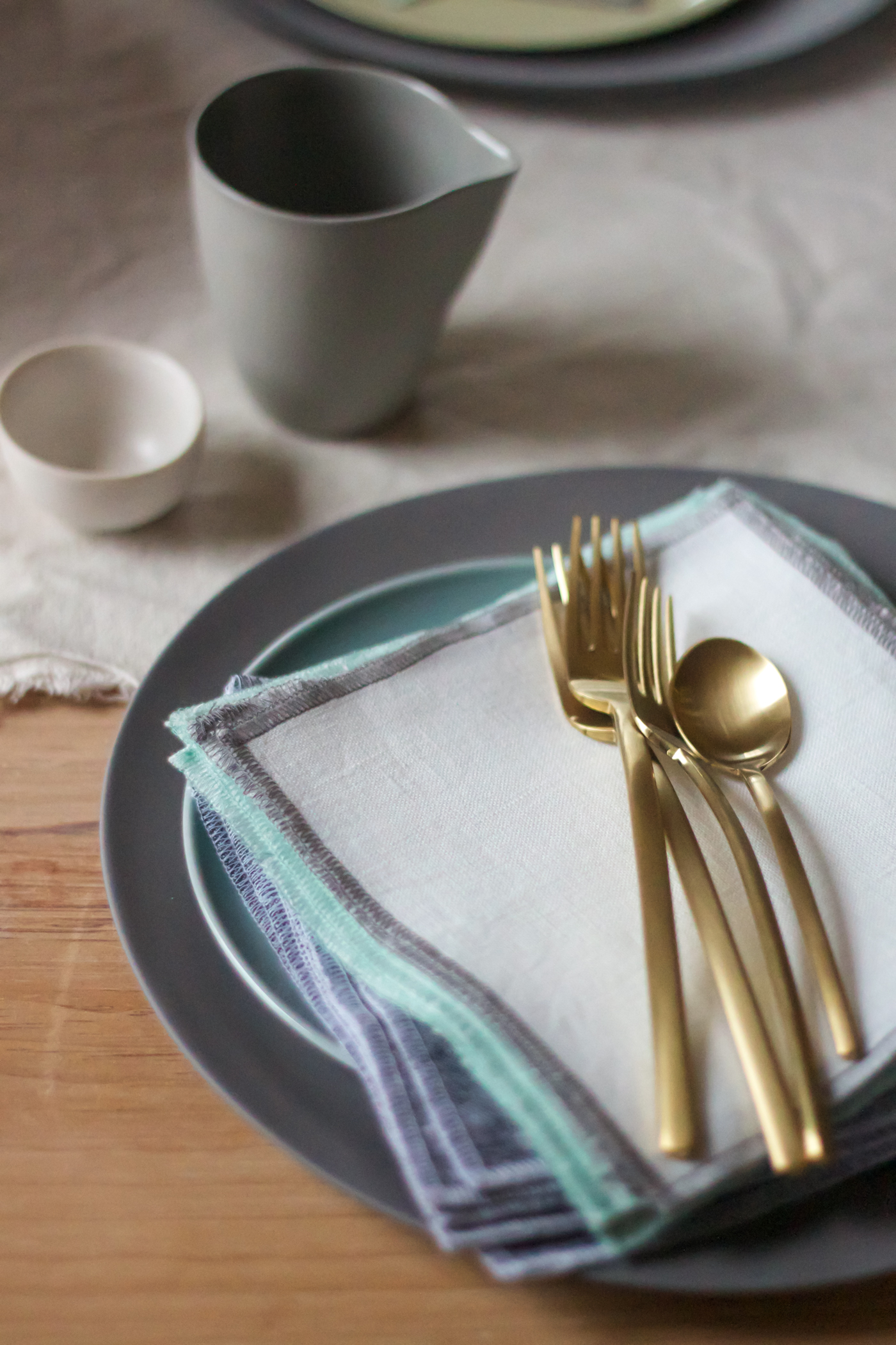 mothers day tabel wit everyday napkin, Due Ice Oro flateware, Remodelista